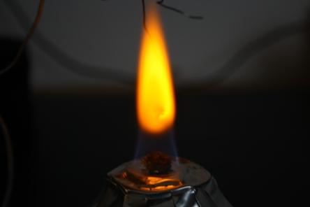nacl_flame_colour1